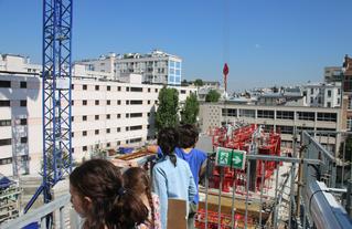 Observation du chantier avec un groupe d'élèves