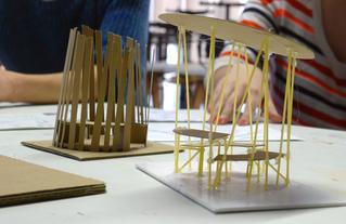 Maquettes de mobilier réalisées par des élèves de l'EAE