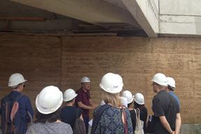Visite du chantier de  l'école en terre Myriam Makeba