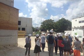 Visite du chantier de l'école en terre Myriam Makéba